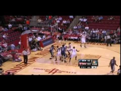 Royce White passes to Donatas Motiejunas