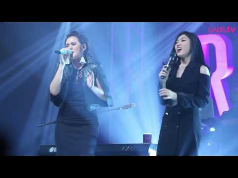gratis download video - Raisa--Isyana-Sarasvati--Anganku-Anganmu-Live-at-Raisa--Isyana-Showcase