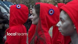Download Video Gilet gialli, azione delle Femen a seno scoperto a Parigi MP3 3GP MP4