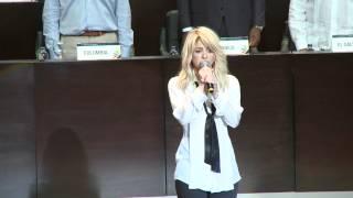 Shakira interpreta el himno de Colombia en la Cumbre de las Américas