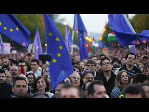 Βουδαπέστη: «Ανήκουμε στην Ευρώπη» φωνάζουν οι διαδηλωτές
