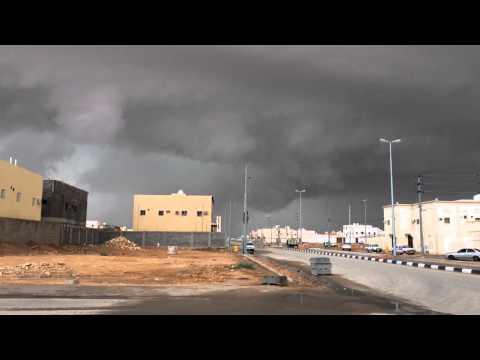 بالفيديو: شاهد قوة السحابة التي أمطرت رفحاء بوابل من البرد ظهر الجمعة