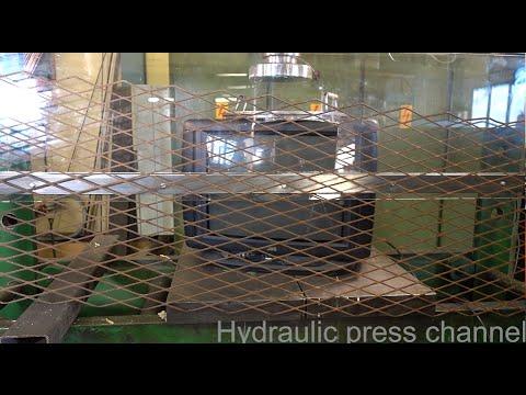 液壓機對上電視機,還要隔著一層網,太強大啦!!