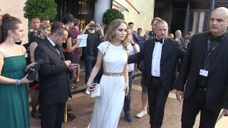 Video Lily Rose Depp leaves the MAjestic hotel on her way to Cannes red carpet MP3, 3GP, MP4, WEBM, AVI, FLV September 2017