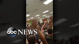 Video 17 dead in 'horrific' high school shooting MP3, 3GP, MP4, WEBM, AVI, FLV Maret 2018