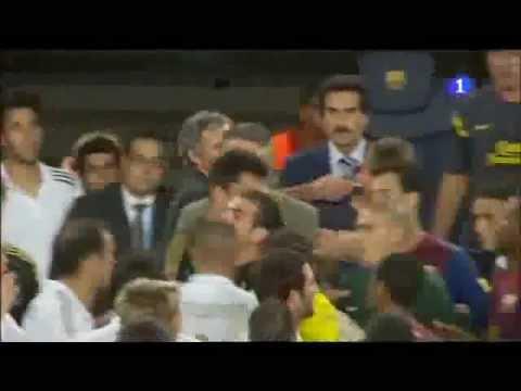 Agresion de Mourinho a Tito Vilanova (видео)