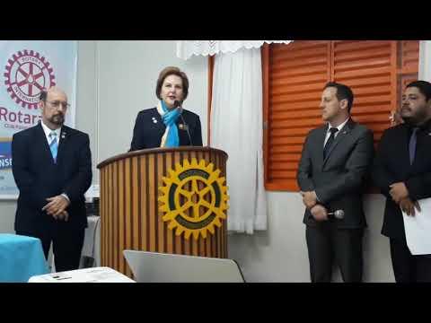 Durante a visita da Governadora de Rotary para o distrito 4640, Sonia Taube Linero, novos membros são empossados