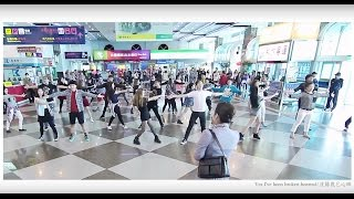 Video 媽媽咪亞,超感人機場求婚 Best Surprise Flash mob Proposal at Kaohsiung Airport MP3, 3GP, MP4, WEBM, AVI, FLV September 2018