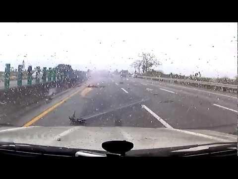 「恐怖警告,膽小勿看!」超級恐怖的近距離車禍!