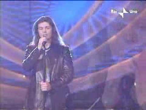 , title : 'Lacrime dalla luna Live at Sanremo 2002'