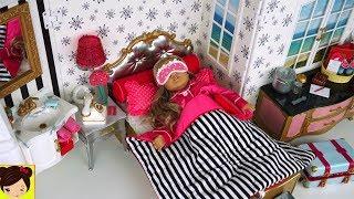 Jugamos con el hotel de muñecas American Girl Grand Hotel , Rutina de la mañana en el hotel con frozen elsa y anna . Anna levanta a elsa y piden service a la habitacion y piden un desayuno delicioso hasta anna pide comida rara como pizza y helado para desayunar. Luego vemos como muñecas American Girls.Juguetes del Video:American Girl Grand HotelAG Grand Hotel Room Service SetAG Grand Hotel Luggage CartTravel in Style LuggageTravel in Style AccessoriesAmerican Girl Room Service Set ReviewSupermercado de Juguete con Barbie y Muñecas American Girl - Los Juguetes de Titihttps://youtu.be/C0hDuFWKNTMRutina de Mañana Para La Escuela con Muñeca American Girl - Historias Juguetes de Titihttps://youtu.be/ZbYuAMyJkZwMi Primera Muñeca American Girl y Decoramos Su Nuevo Cuarto - Juguetes de titihttps://youtu.be/Akm-VSuERzEMuñeca Baby Alive Sorpresas Brillantes - Accesorios y Ropa para la Muñeca Bebehttps://www.youtube.com/watch?v=dxNuv...Las Bebes se Disfrazan Tienen una Fiesta con Piñata - Muñecas Baby Alive y Escritorio https://www.youtube.com/watch?v=AD69x...Rutina de Mañana en Casa de Barbie y Sus Hermanas - Juguetes de Titihttps://youtu.be/U5D-c4DrP2YNuevo Barbie Camper con Piscina y Tobogan - Chelsea Stacie Skipper Aventuras de Campamentohttps://youtu.be/iqSTTcLWpgoBarbie se Baña en el Jacuzzi con sus Amigas - Decorando el Patio de la Casa de Muñecashttps://youtu.be/0yx1lj8Lx5M