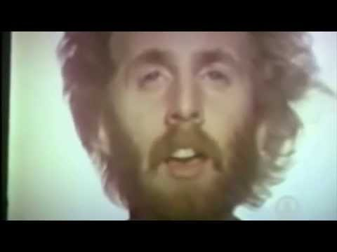 """Andrew Gold discusses """"Thank You for Being a Friend"""" before it plays."""