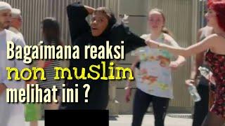 Video Mengganggu pasangan muslim di jalanan kota | eksperimen sosial MP3, 3GP, MP4, WEBM, AVI, FLV Januari 2019