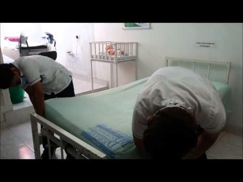 Tendido de cama Cama - Regalanos una manito arriba Realizado por estudiantes de la escuela mecánica dental del valle (ENFERMERÍA) TUVIMOS ALGUNOS ERRORES.