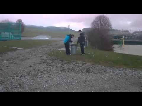 Viper 10 böller vs Mülltonne