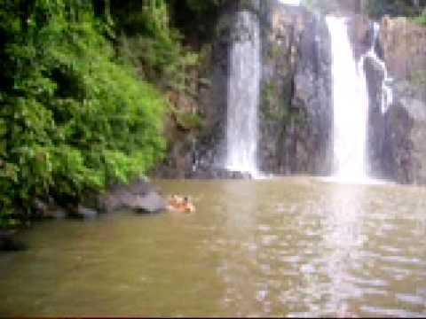 Zuando na cachoeira de Porto Vitoria