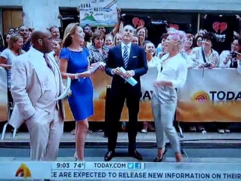 Pink Tells Savannah Guthrie She Sucks [Today Show 7.9.12]
