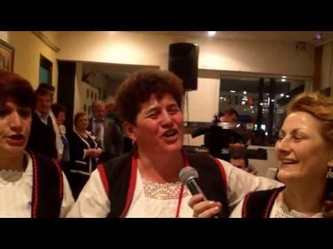 Ženska pevačka grupa ZU Banijaca  izvodi pesmu RUŽMARINE MOJ ZELENI na Banijskoj večeri 2015  u Beogradu