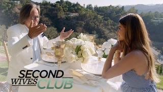 Video Shiva Safai Stunned by Mohamed Hadid's Gift | Second Wives Club | E! MP3, 3GP, MP4, WEBM, AVI, FLV Juni 2018