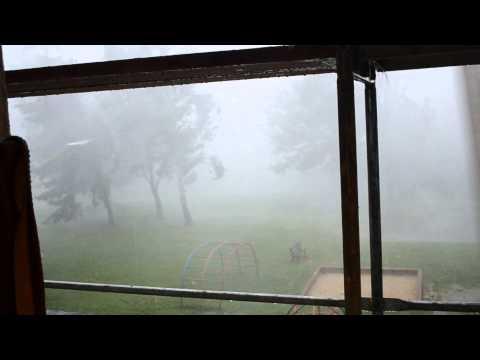 Žilinou sa prehnala divoká búrka