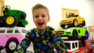 Video Little Max ride on cars and Magic transform colored Toy Cars MP3, 3GP, MP4, WEBM, AVI, FLV Maret 2019