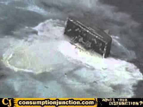 В водах Японии затонуло судно