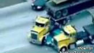 Video Truckers stop pursuit MP3, 3GP, MP4, WEBM, AVI, FLV Agustus 2017
