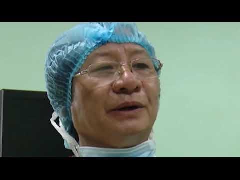 5- 12  Phẫu thuật cho bệnh nhân mang bướu cổ khổng lồ 25 năm