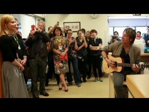 Surprise Visit: Nicole Kidman and Keith Urban Sing to Children