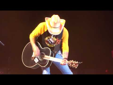 "Jason Aldean In Kansas City ""Amarillo Sky"" 5/10/18"