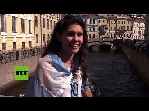 Una hincha argentina llegó a Rusia a punta de autostop (VÍDEO)