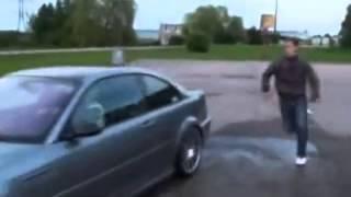 Babcia pokazała swojemu wnuczkowi kozakowi jak się driftuje BMW