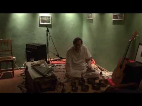 Jiří Mazánek - Koncert v Anantě 7.3.2013 - Tibetské mísy