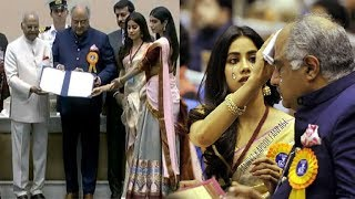 Video Sridevi's SAD Family CRIES On Stage As Jhanvi,Khushi & Boney Kapoor Accept National Award For Mom MP3, 3GP, MP4, WEBM, AVI, FLV September 2018
