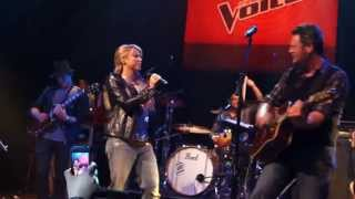 Shakira&amp;Blake Shelton - Need You Now (Live Private Concert) May 08, 2013