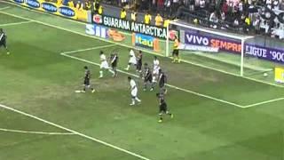 33a rodada - 06/11/2011 1 x 0: Neymar parte para cima de Dedé, que para a jogada com falta na ponta pela esquerda. Neymar bate a falta para a área e Dedé, ...