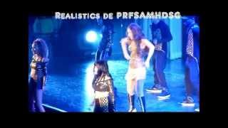 Selena Gomez se cae en concierto mientras canta Slow Down y se nota su Playbak