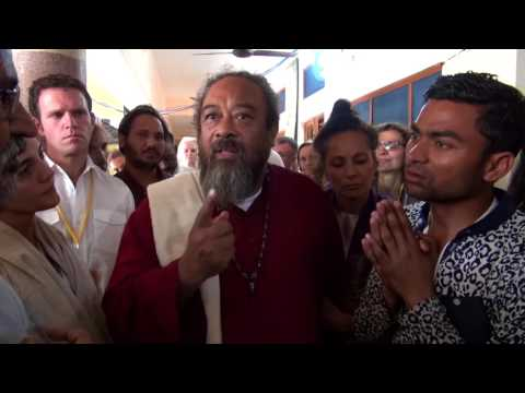 Mooji Video: Satsang In the Hallway