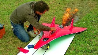 Zapieprza 727 km/h – najszybszy zdalnie sterowany model samolotu z silnikiem odrzutowym!