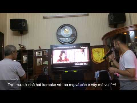 Akira Phan hát karaoke Dấu Mưa ở nhà