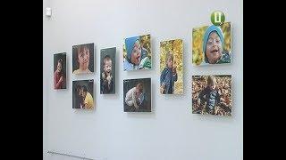 Фотовиставку про «сонячних дітей» відкрили у Хмельницькому