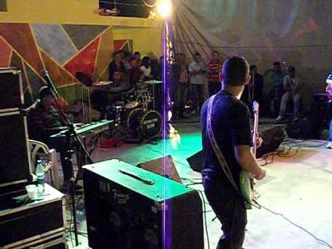 Júnior Mechillemoth tocando com o Cantor Esteves Jacinto em Machados Pe