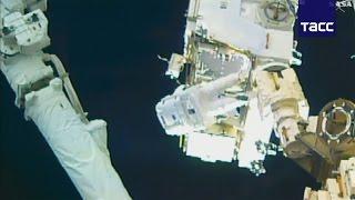 Члены экипажа МКС совершили первый в году выход в открытый космос