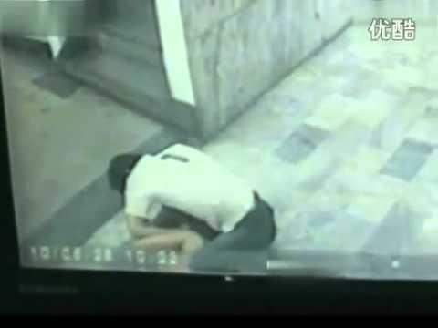 監控實拍醉酒女子電梯間遭男子性侵