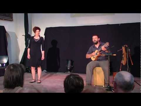 margeride - Créé par Séverine Sarrias (conte) et Arnaud Cance (musique), « Le Chemisier jaune » est un conte musical sur la vie quotidienne en Margeride en 1944. En rega...