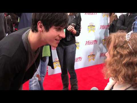 David Henrie Interview Jennifer Stone Wizards w Youngest Red Carpet Reporter Piper Reese! (PQP 008)