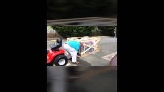 10. Un crate a mower