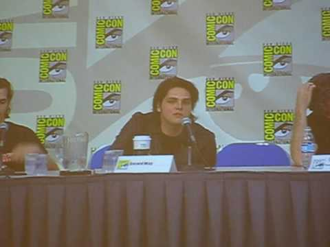 gerard way en el comic-com interview in the panel