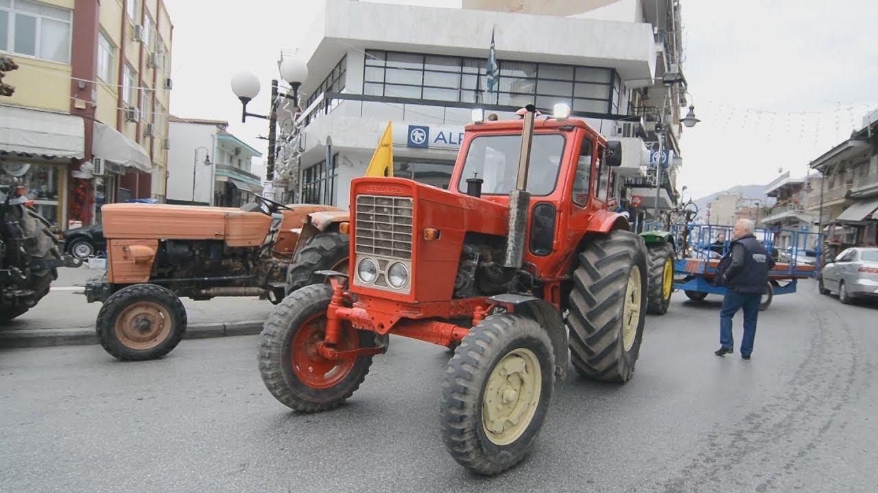 Συγκέντρωση αγροτών με τρακτέρ στην πλατεία Τυρνάβου