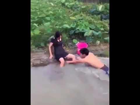 Đi bắt lươn kiểu này thì sợ rồi :v